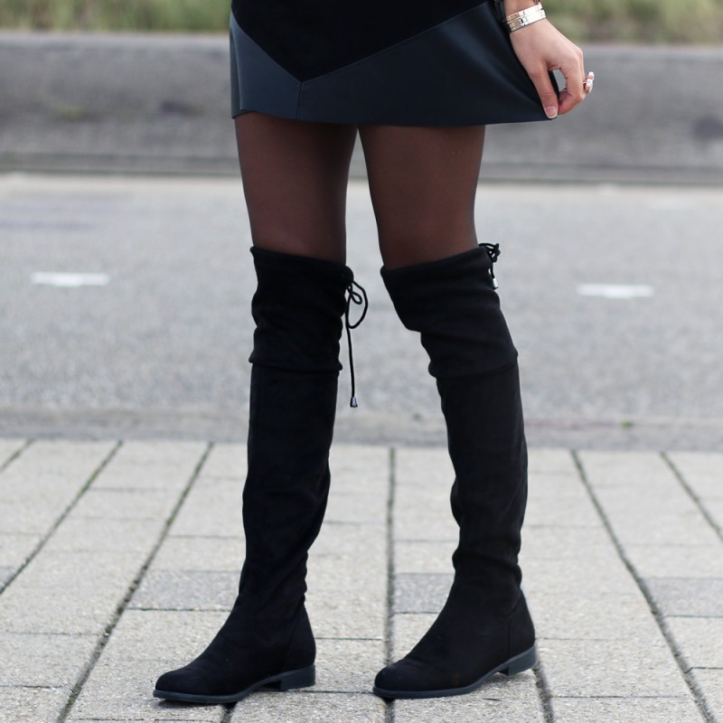 Suedine overknee black €49,95